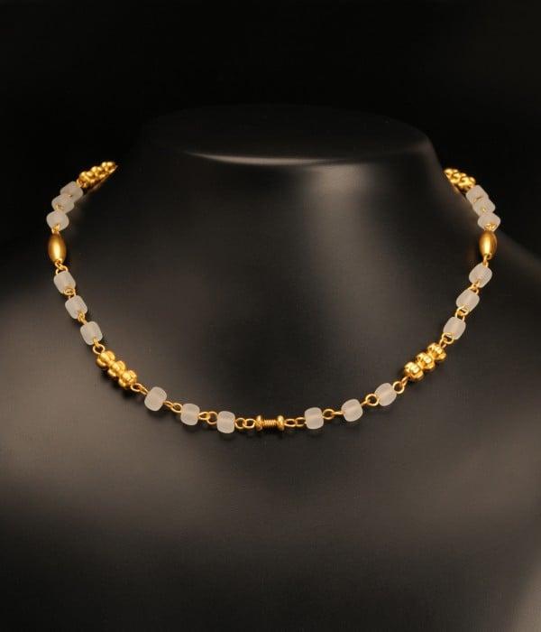 bijuterii-artizanale-colier-cu-cristale-cubice-albe-si-separatoare
